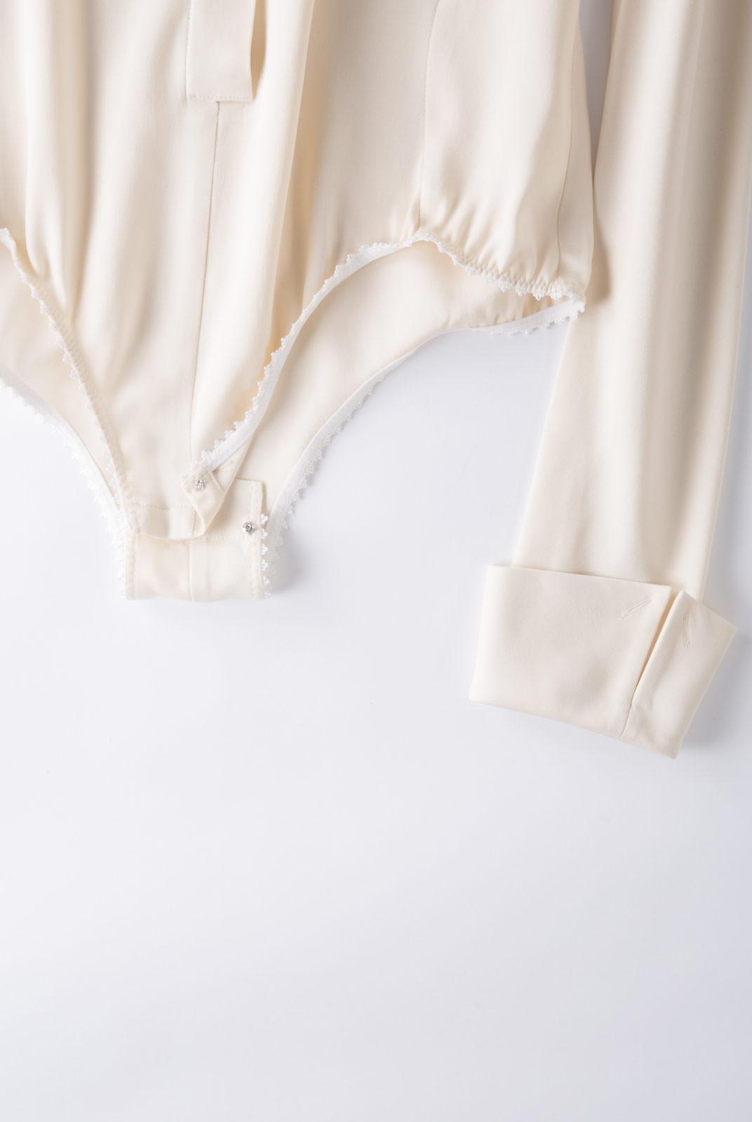 Body Cream, tissu double georgette, fluide et féminin, col souple, JWAnderson.