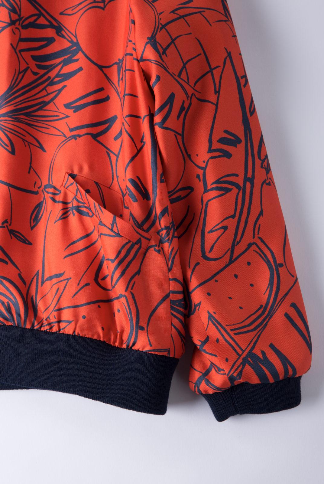 Veste frutta camp rouge en twill de soie, à imprimé fruité, fermeture boutons pression, roseanna