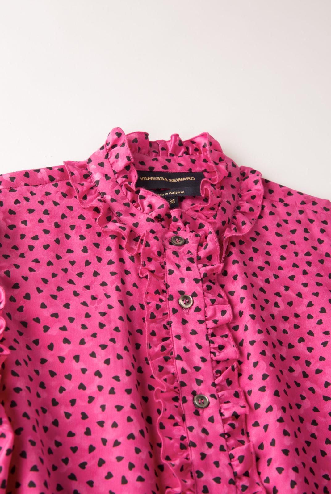 Chemise Frou-Frou Rose Vif Vanessa Seward à motif contrastant coeur noir