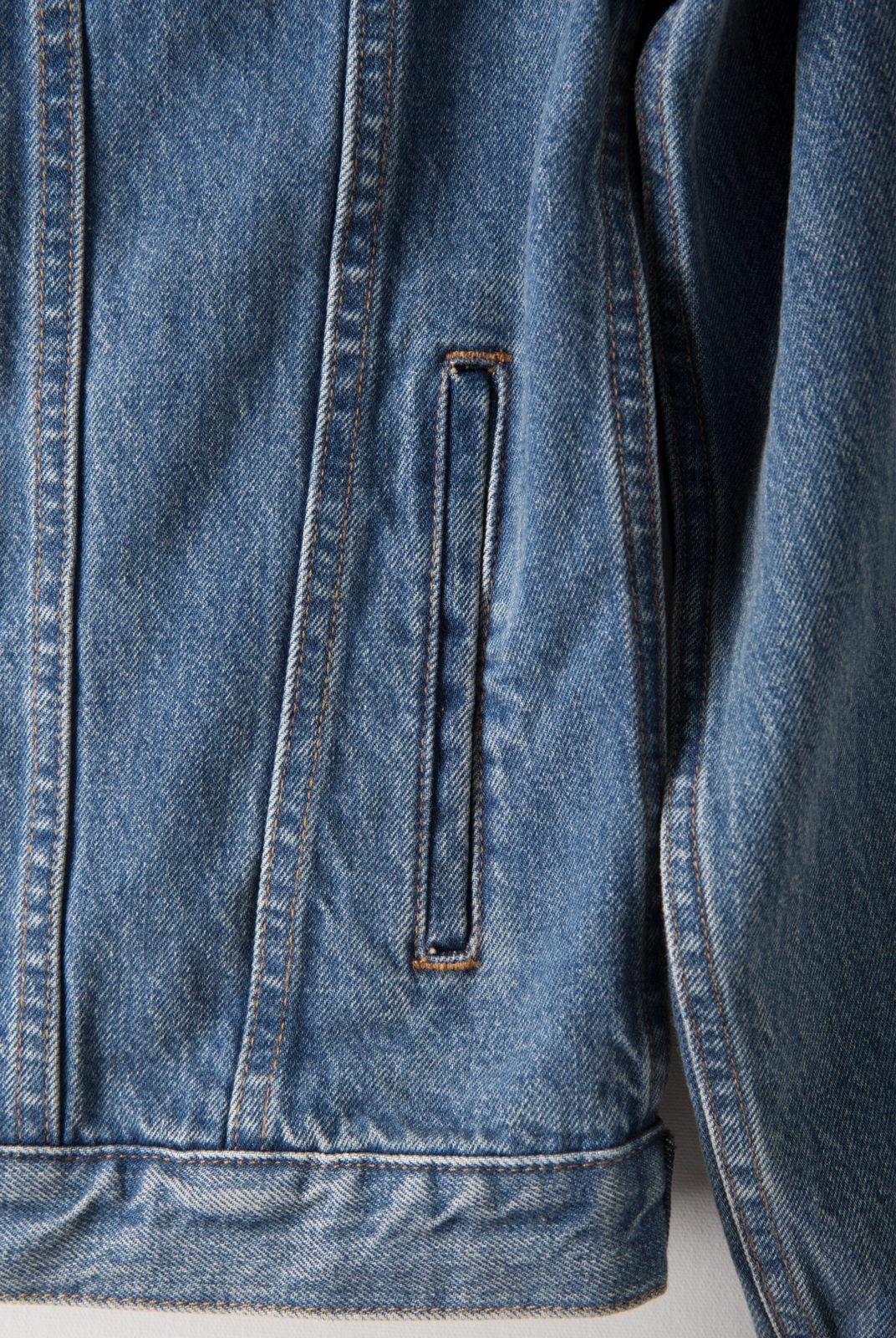 veste en denim japonais, coupe droite, col droit, fermeture boutonnée, apc