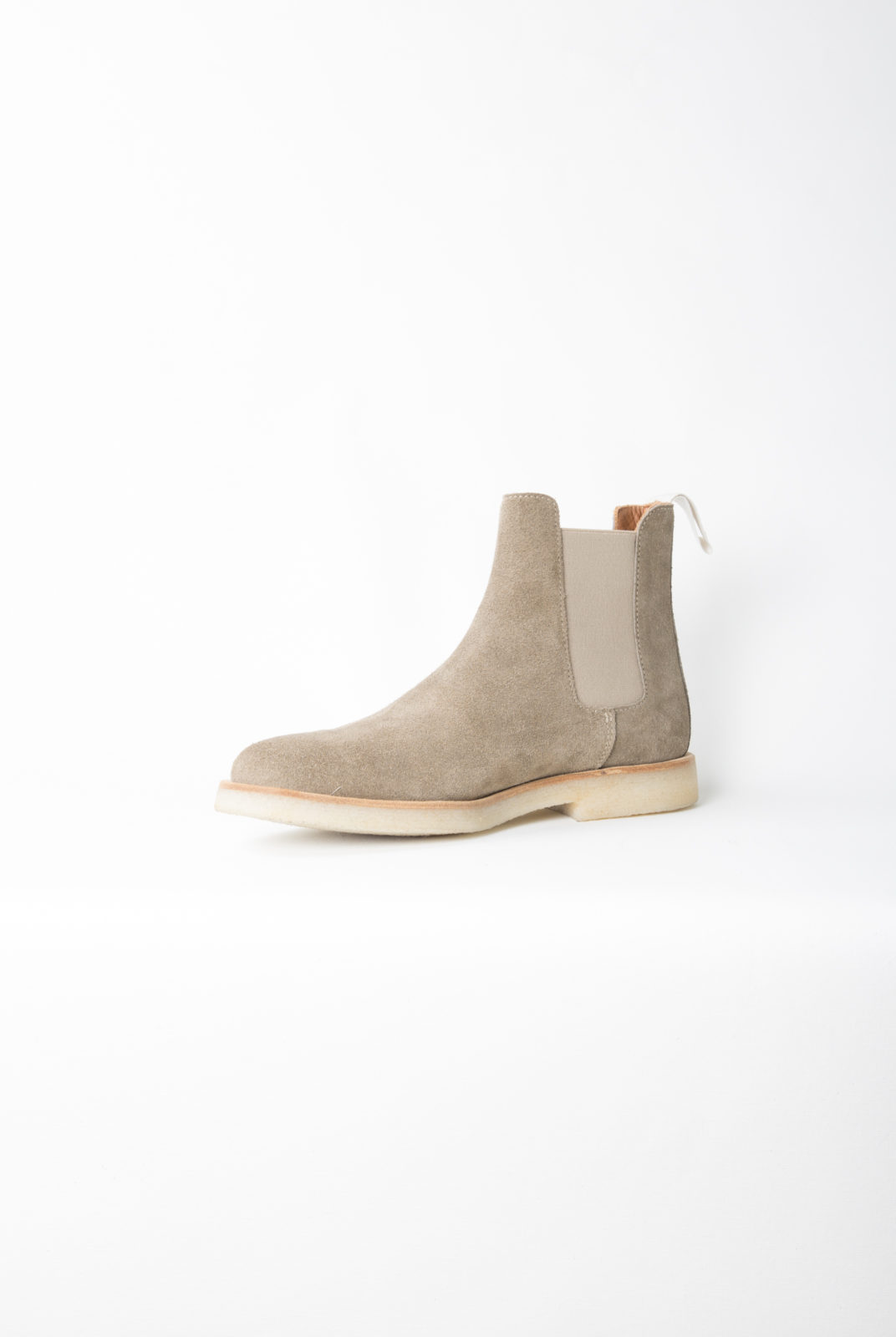 chelsea boots, tan, daim, semelle caoutchouc, signature doré, common projects