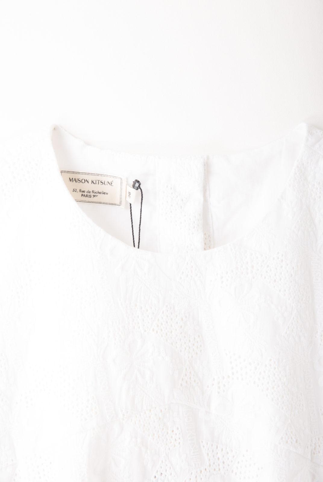 top, blanc, broderie floral, encolure arrondie, manche courte, maison kitsuné